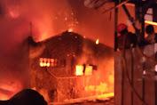 Kebakaran di Jembatan Besi, Puluhan Rumah Hangus Terbakar