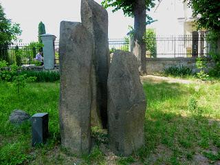 Ровно. Краеведческий музей. Базальтовые столбы