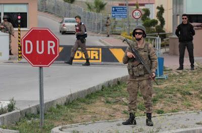 Τουρκία: Διαταγή σύλληψης 61 στρατιωτικών