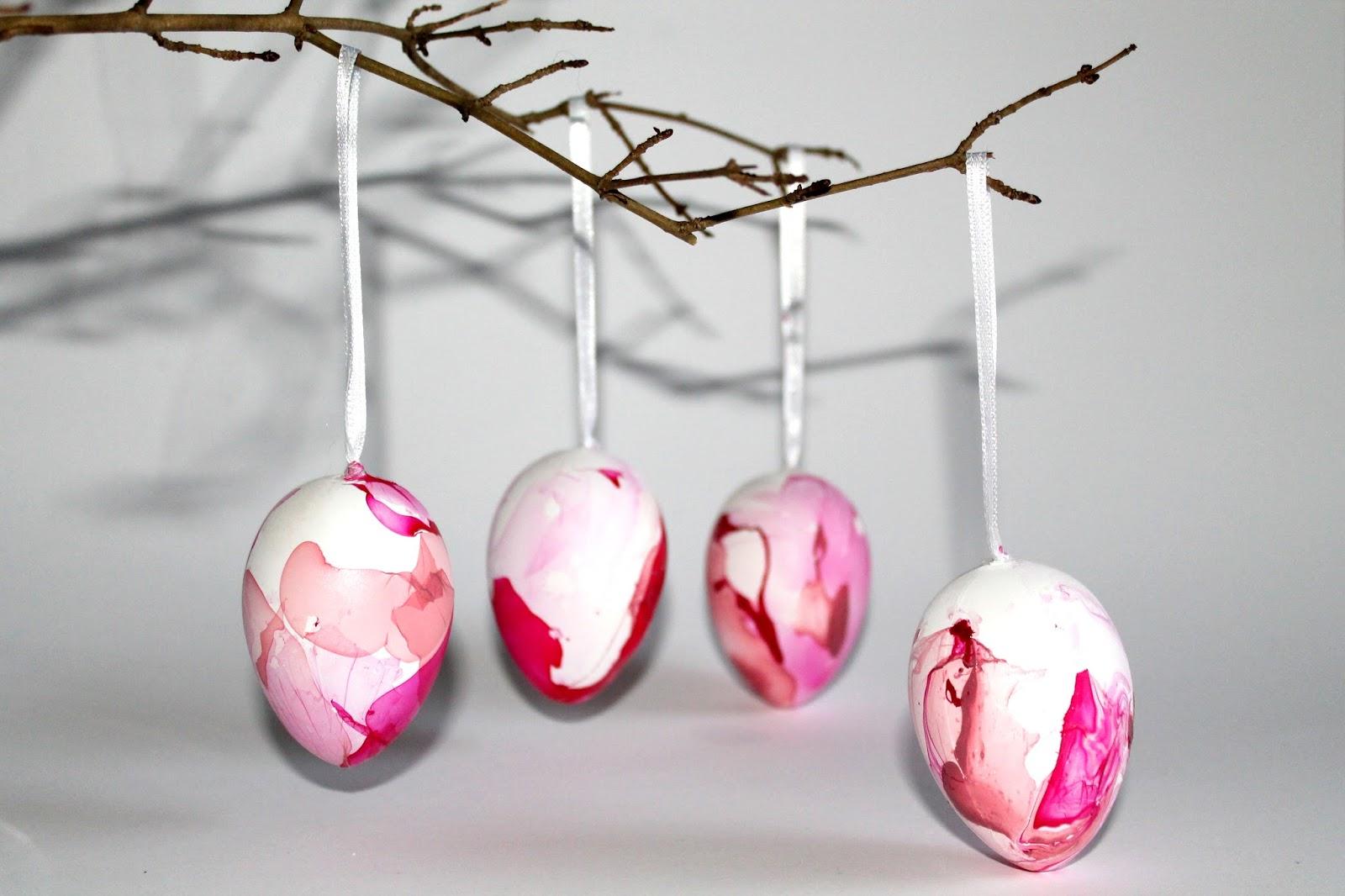 DIY, Basteln: marmorierte Ostereier mit Nagellack als Osterdekoration, Dekoration - DIYCarinchen