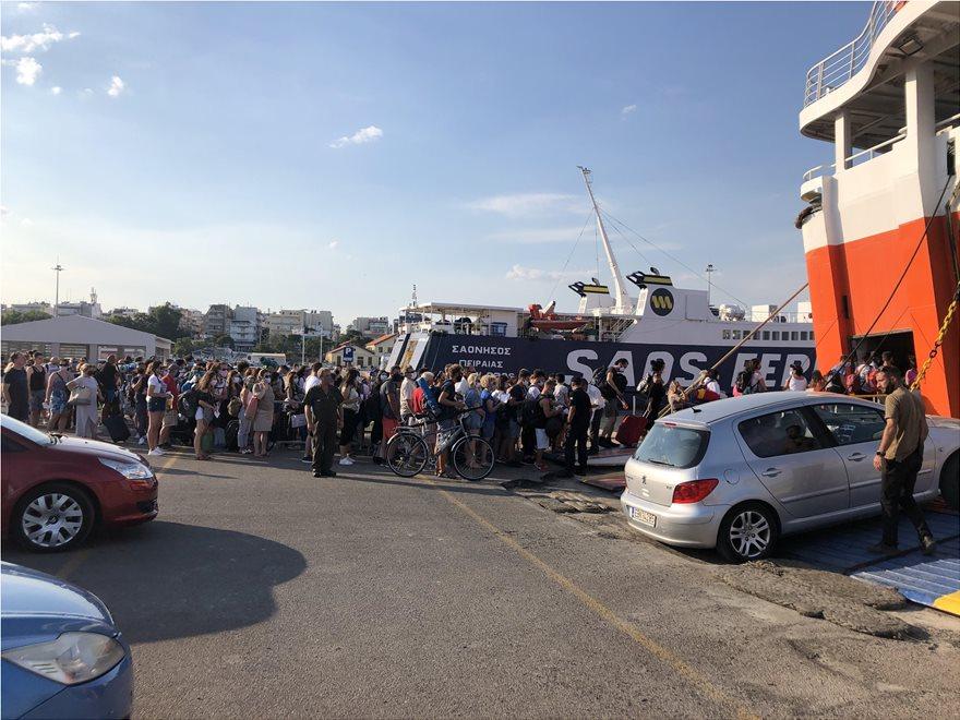 Απίστευτος συνωστισμός στο λιμάνι της Αλεξανδρούπολης - ΦΩΤΟ
