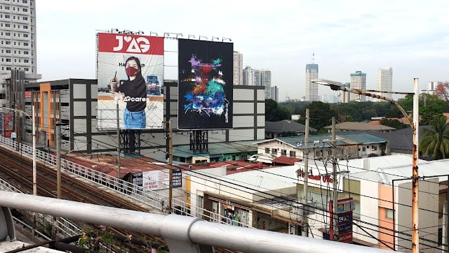 The JAG Billboard on EDSA-Ortigas is enjoying extra viewership because of an artwork beside it!