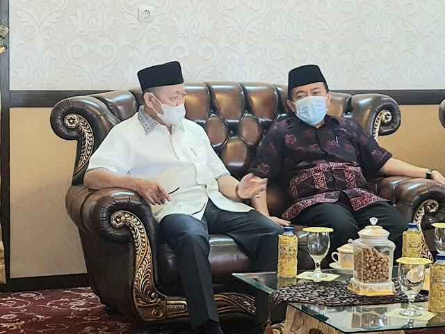 Al Haris Sambangi Kediaman CE, Ajak Bersama-sama Membangun Jambi
