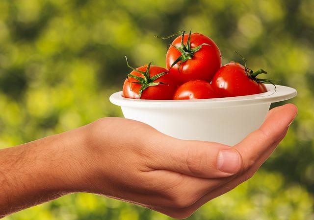 عصير الطماطم لعلاج تساقط الشعر والمسامات الكبيرة