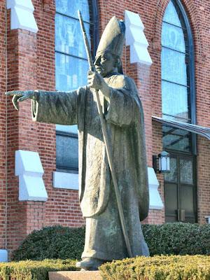 Mindszenty: fama de santidade varou os oceanos, estátua na igreja de São Ladislao, New Jersey, EUA