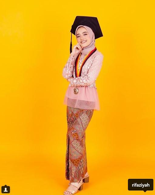 model hijab wisuda simple terbaru