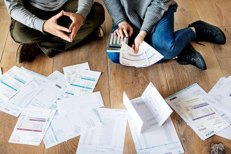 Como as Dificuldades Financeiras Afetam o Casamento - Maneiras de Superar
