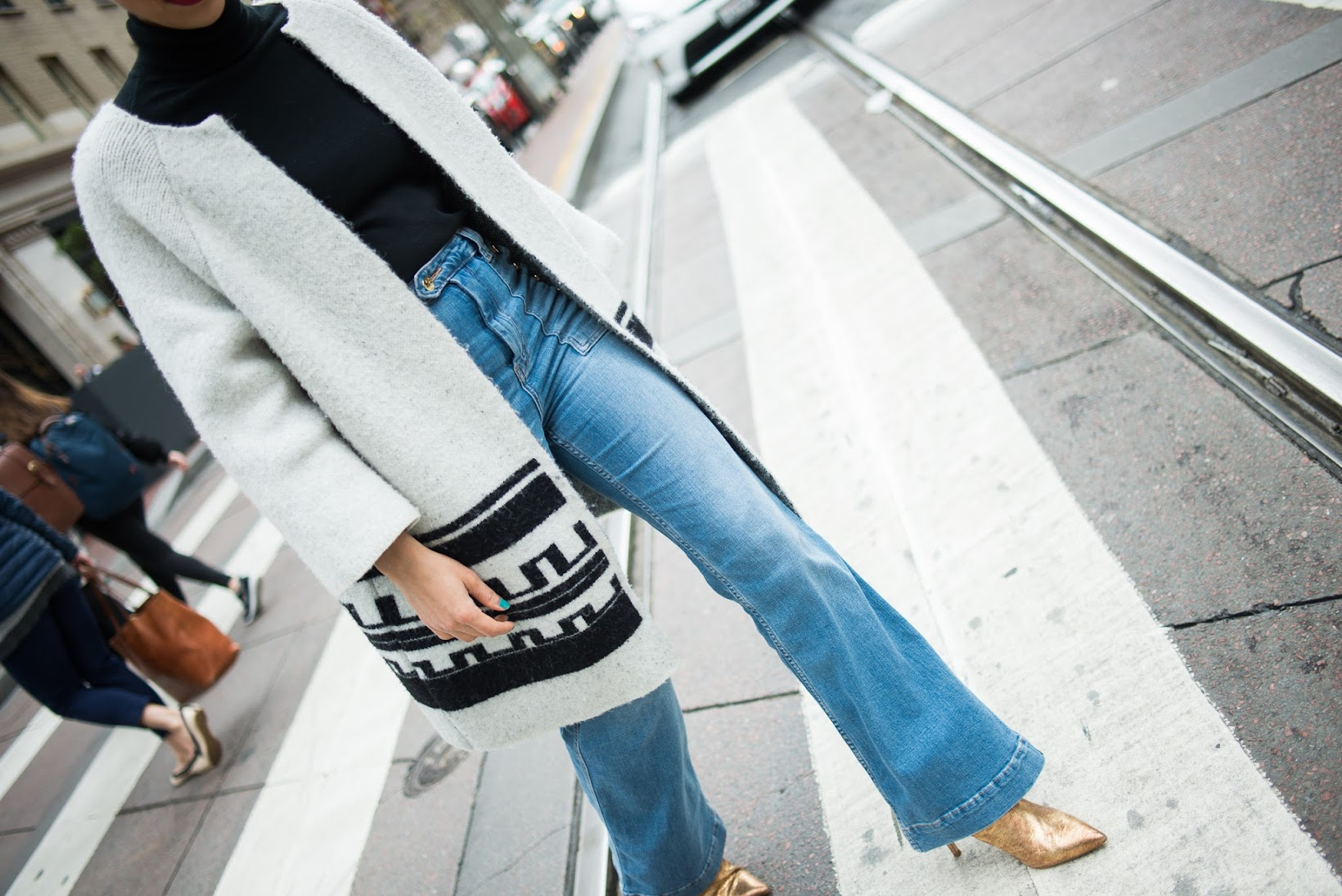 Zara gold boots, gold boots, Zara, Isabel Marant lookalike, high-waisted flares, high-waisted denim, H&M denim, street style