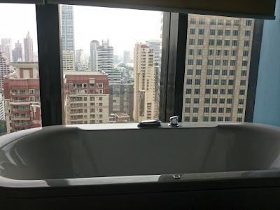 Näkymä kylpyammeesta, The Continent Hotel Sky Room