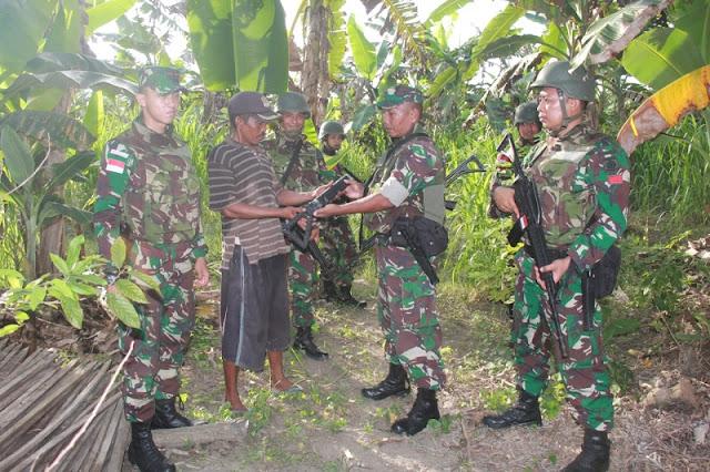 Lagi, Warga Perbatasan Serahkan Senjata Rakitan Kepada Satgas Yonif PR 328 kostrad