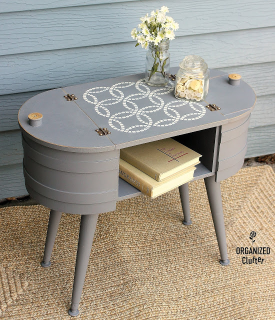 Photo of firkin style table with wedding ring quilt stencil
