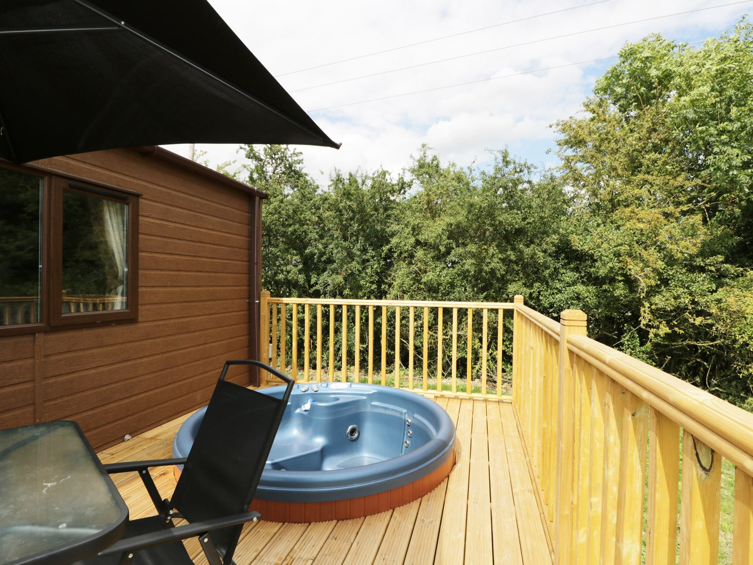 20 Lodges with Hot Tubs within a 90 minute drive of York  - Ambleside Lodge
