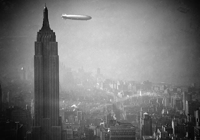 Dirigible Hindenburg sobre el Empire State. Manhattan