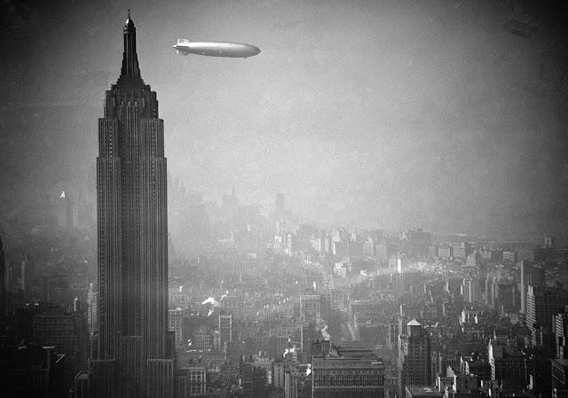 Dirigible Hindenburg sobre el Empire State. Manhattan