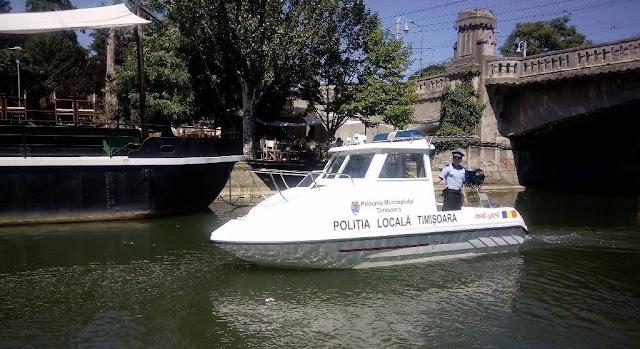 Poliția Locală Timișoara patrulează, pe Bega cu șalupa din dotare