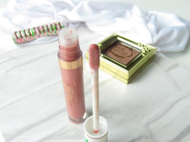 saveonbeautyblog_pretty_vulgar_poisonous_pout_plumping_lipgloss_perennial_kiss_recenzia