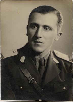 Locotenentul Constantin C. Roșescu. Fotografie din arhiva familiei, realizată la un studio foto din Iași