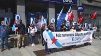 Concentración na oficina do BBVA da rúa Coruña, Vigo