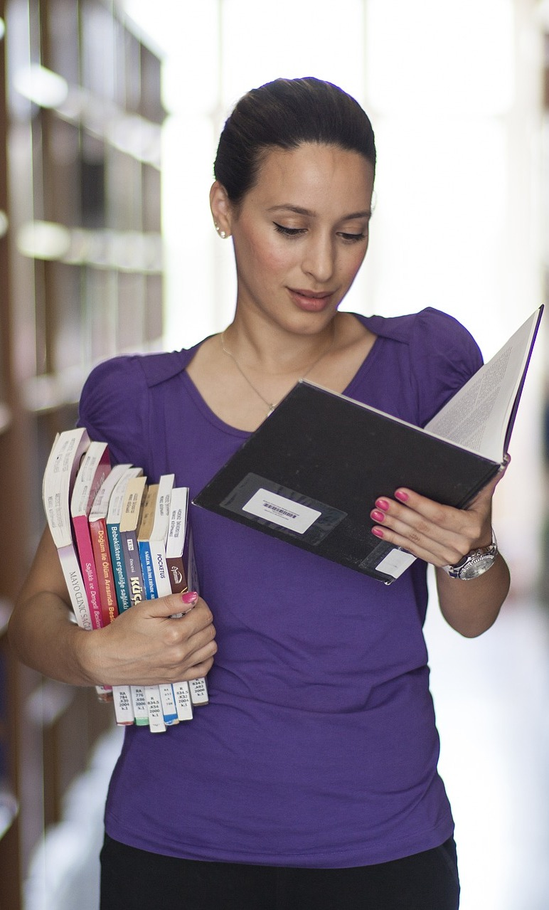 A female student enjoy studying.