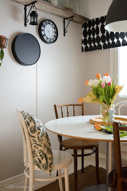kirppis kirpputori kirppislöytö koti boheemi skandinaavinen persoonallinen kierrätys ikea keittiö keittiönpöytä pyöreä