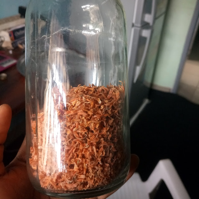 dry carrot for carrot oil, in a bottle, cameroon, yaounde , blogger beauty