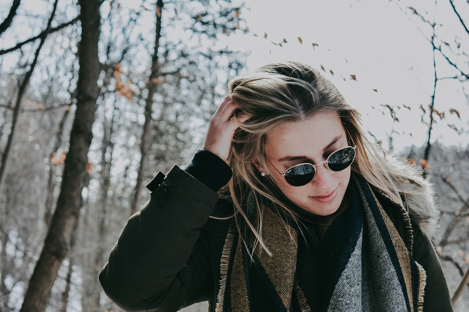 Sunglasses On Woman To Keep Her Eyes Safe From Eye Beauty Care Mistakes Pixibay Image