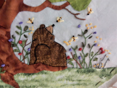 bear with bees buzzing around by Applique Paintbox