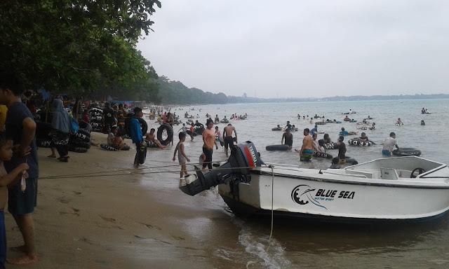 Libur Lebaran Pantai Carita Dipadati Pengunjung Krakatau Radio