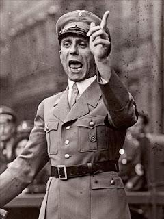 Joseph Goebbels dando un discurso en 1930