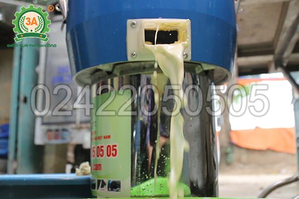 Nước đậu lành sau khi xay bằng máy làm sữa đậu nành 3A2,2Kw