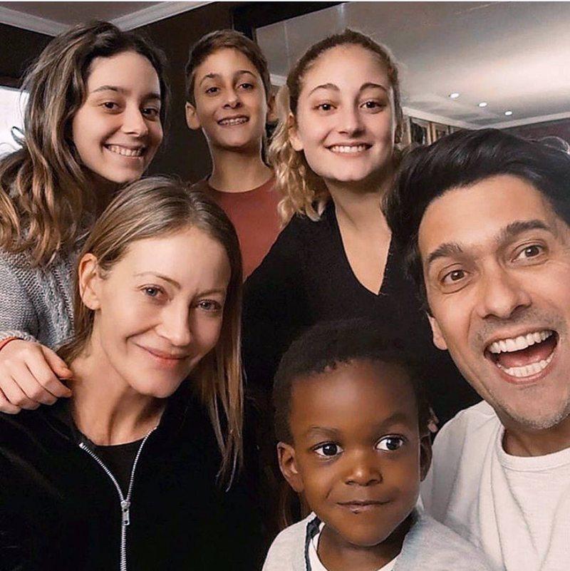 Marcela Vacarezza y Rafael Araneda presentaron a su cuarto hijo, Benjamín