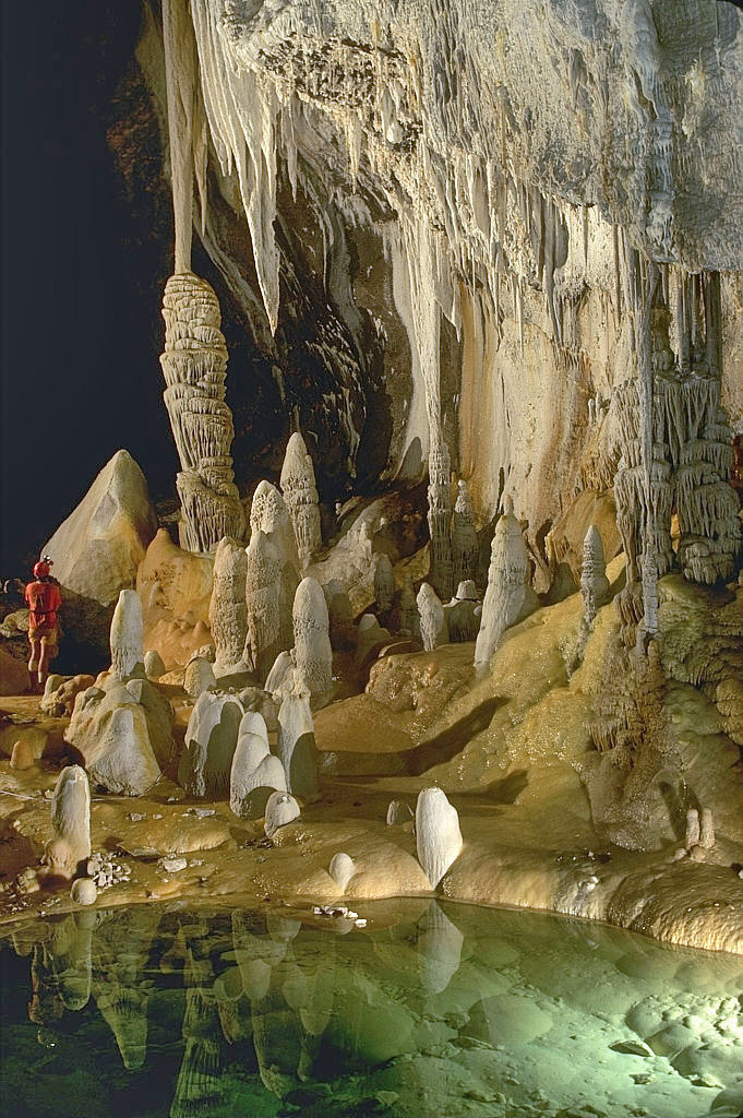 Landforms in the World: Fluvial Landform ( 09.Cave )