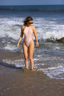 Ana-Braga-was-spotted-in-a-tiny-one-piece-swimsuit-at-the-beach-in-Malibu.-g7didp9z6t.jpg
