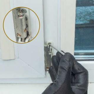 Болт регулировки смещения створки окна