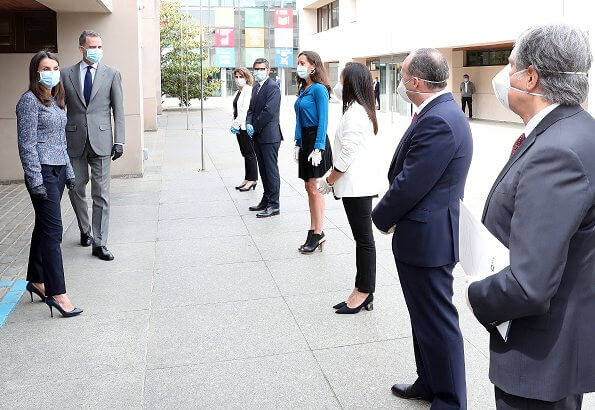 Queen Letizia wore a tweed jacket by Boss. Queen Letizia wore Hugo Boss Karonita tweed jacket and Boss trousers