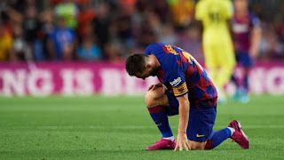 اللاعب  الأرجنتيني ليونيل ميسي مصدوم من برشلونة