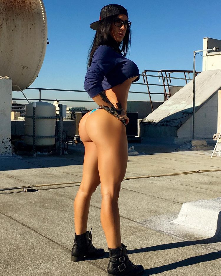 Turn on the networks fitness model Savanna Rehm