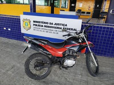 Em Canapi, PRF/AL,  flagra homem conduzindo moto adulterada e usando documento falso