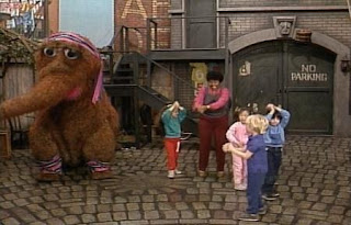 Snuffy sings The Snuffle Shuffle with Susan and the kids. Sesame Street Best of Friends