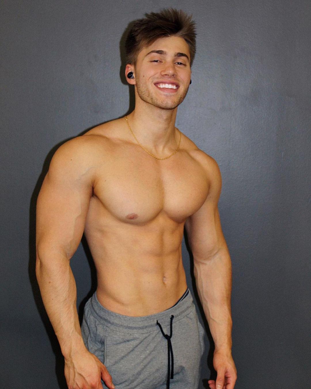 shirtless-cute-boys-muscular-body-aaron-miller-smiling