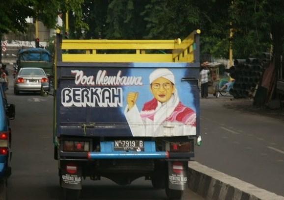 tulisan dibelakang truk sopir beriman