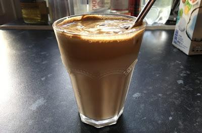 Gambar dalgona iced coffee