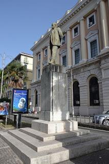 The statue of Giovanni Amendola in front of Salerno's Palazzo di Giustizia