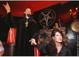 Tahukah anda asal mula Gereja Setan didirikan oleh Anton Szandor La Vey tanggal 30 April 1966, dan GS ini secara terang-terangan diorganisasikan di San Francisco.