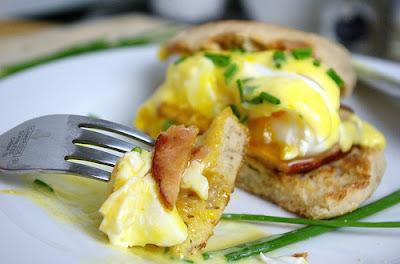 http://www.sprinklesofparsley.com/2011/05/eggs-benedict.html