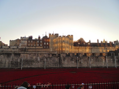 Tower of London poppy display (Copyright G.K. Jakobs)