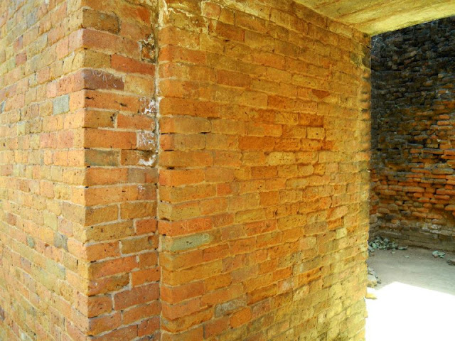 The brick walls of the hostels in Nalanda were 6 feet wide, to offer protection from the heat!