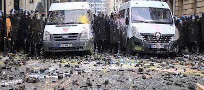 «Ρέει» αίμα στη Γαλλία: 4 νεκροί - Και οι μειονότητες στους δρόμους