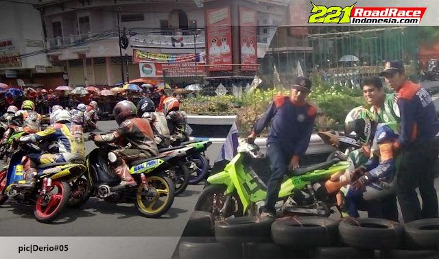 Hasil Lengkap Bupati Cup IV Road Race Tulungagung, Diwarnai Insiden Kaki Kejepit Ban