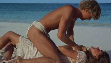 Twee kinderen op een eiland, die dragen toch weinig kleren, niet?